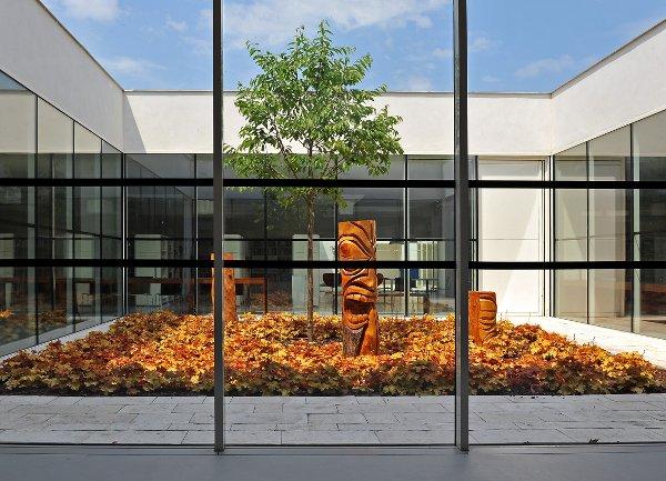 Le patio de la médiathèque - Pôle culturel et sportif du Bois fleuri