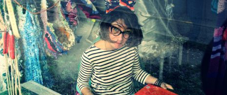 photo de Lucie Bayens, artiste textile, prise par Aline Chambras