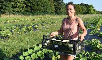 Rachel Lagière récolte au Grand Tressan à Lormont